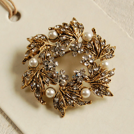 Vintage Style Golden Wreath Brooch